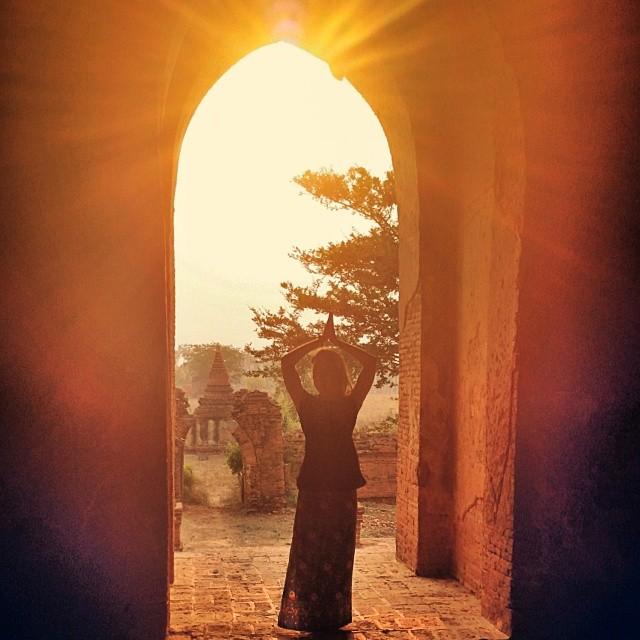 Het licht tijdens de zonsop en ondergang is prachtig en kleurt de pegodas en tempels goud